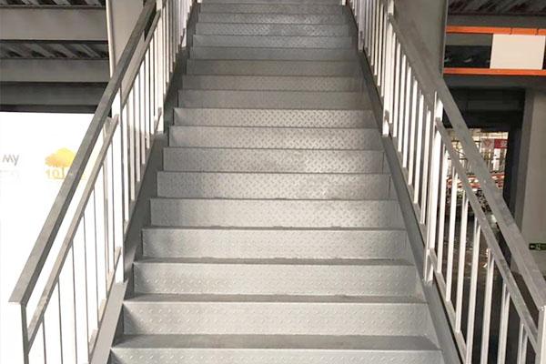 二层钢结构平台楼梯